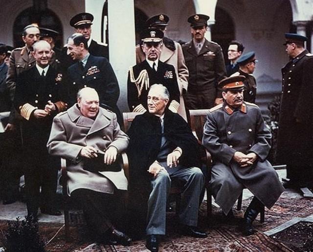 yalta_summit_1945_with_churchill_roosevelt_stalin